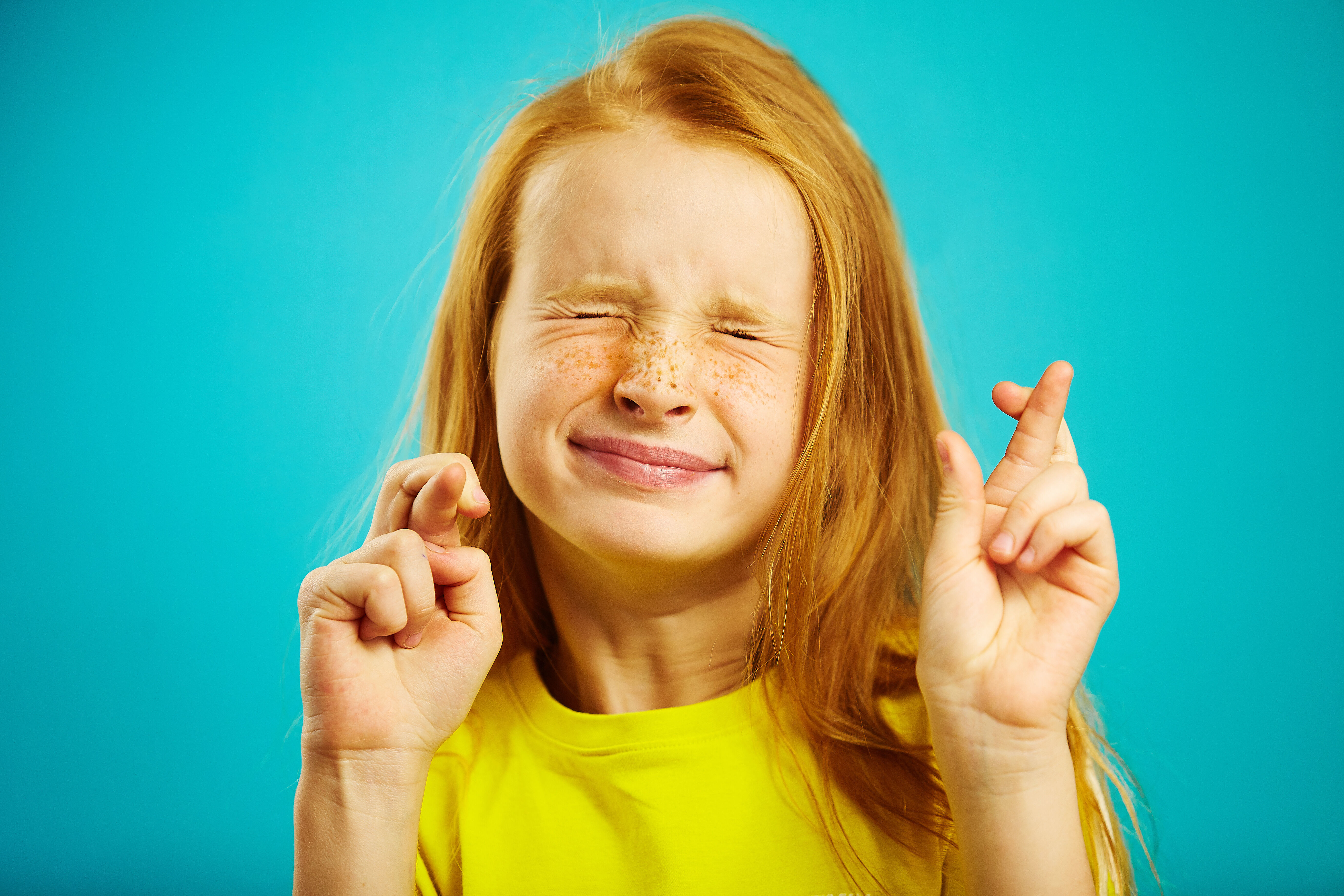 Girl crossing her fingers