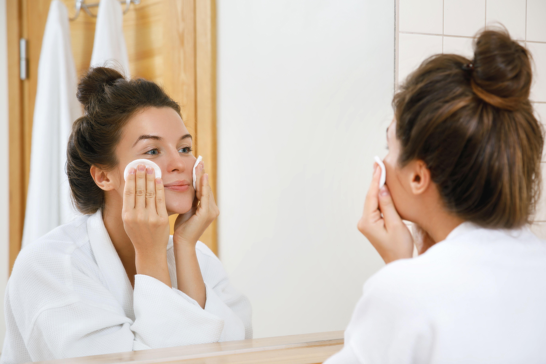Girl takes off makeup