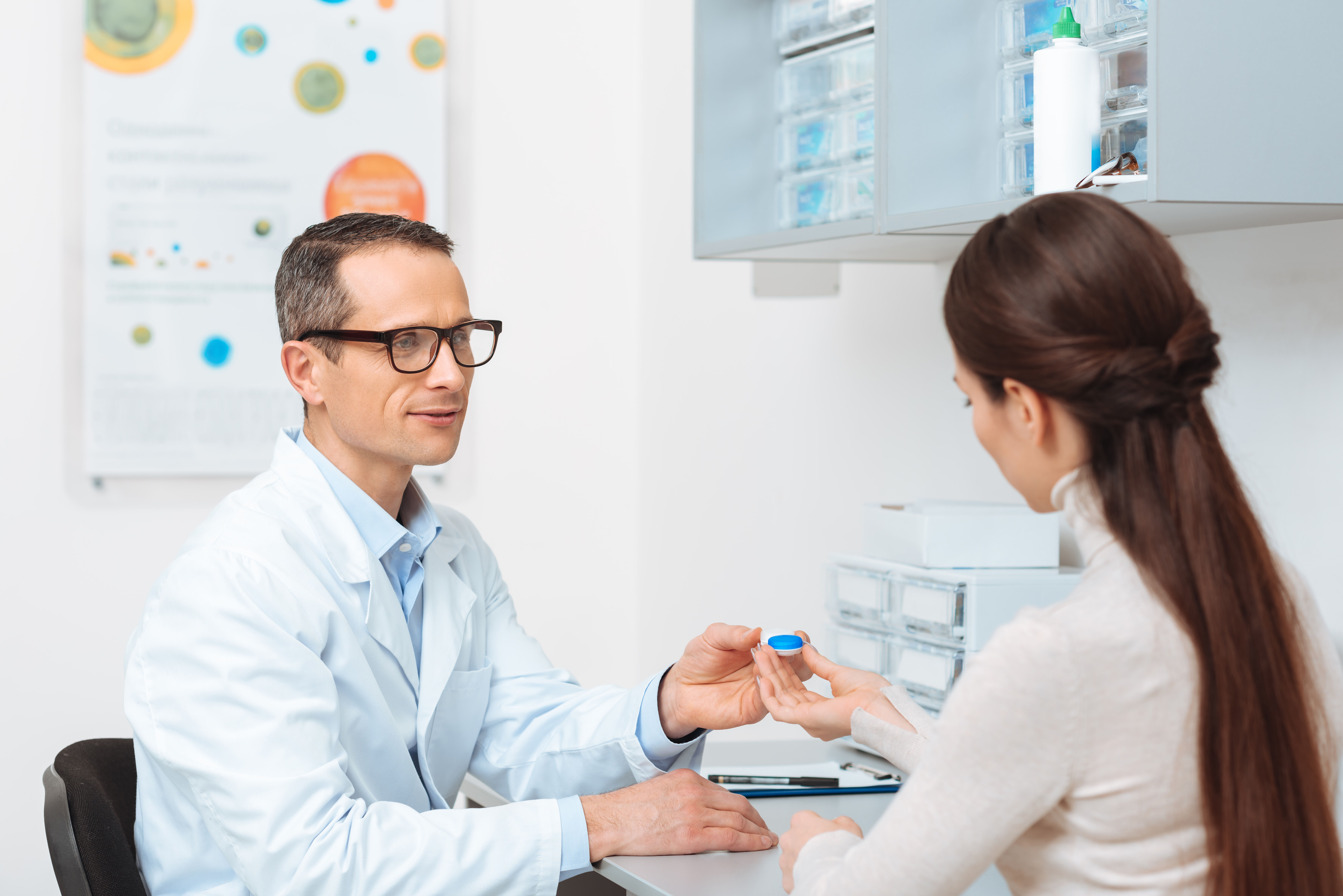 A woman at the ophthalmologist