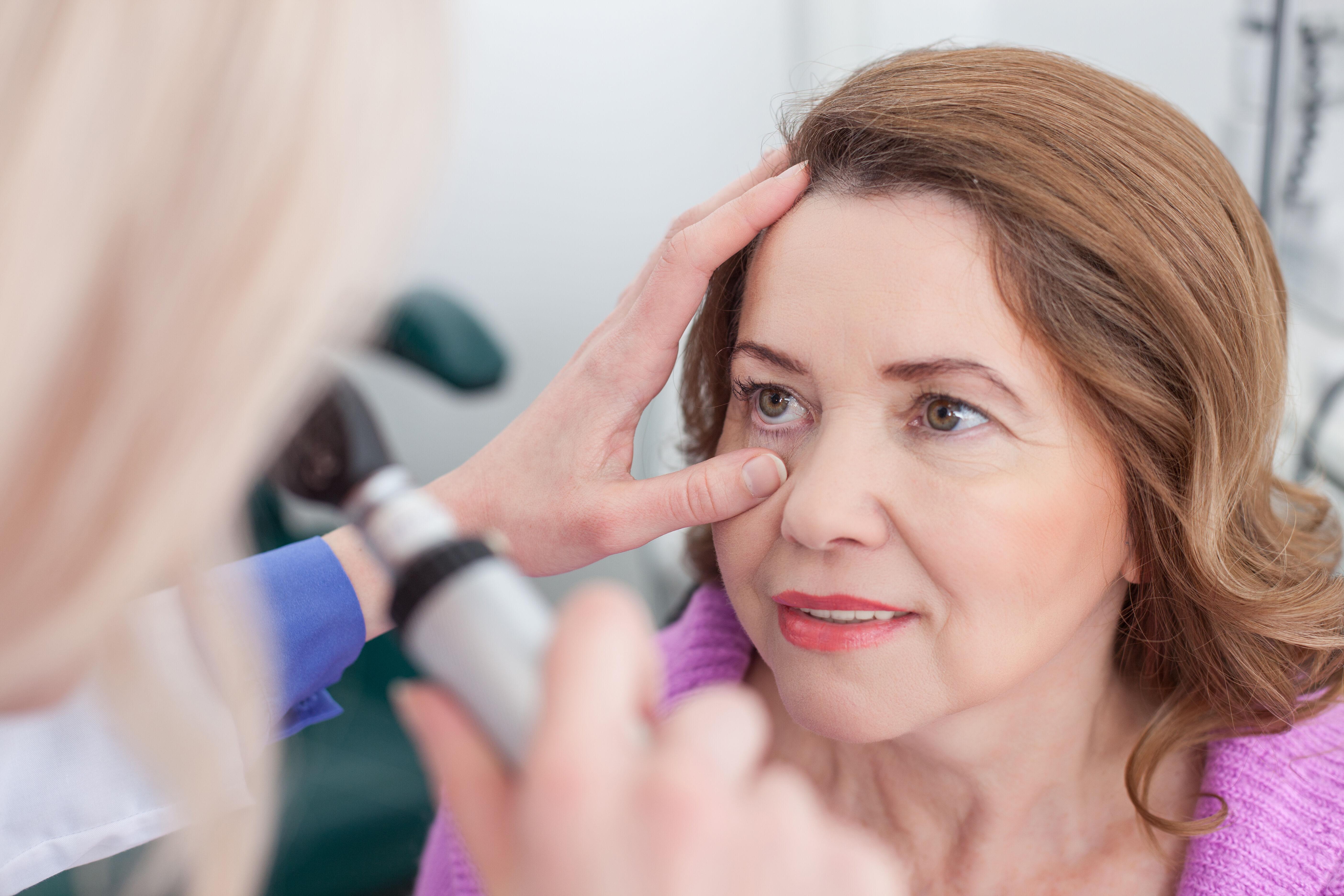 A doctor checks women eyes